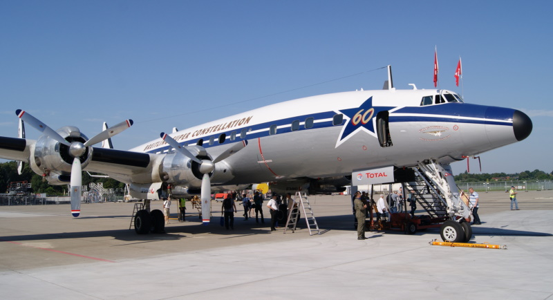 Lockheed L-1049H Super Constellation