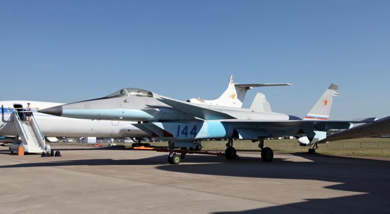 Russian 5th-Generation Fighters: MiG 1 44, Sukhoi S-37, & Sukhoi Su-57